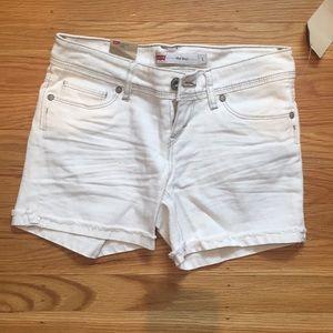 Cute LEVI jean shorts!!
